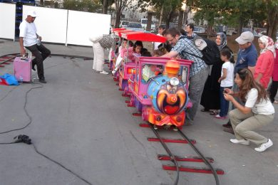 Raylı Tren